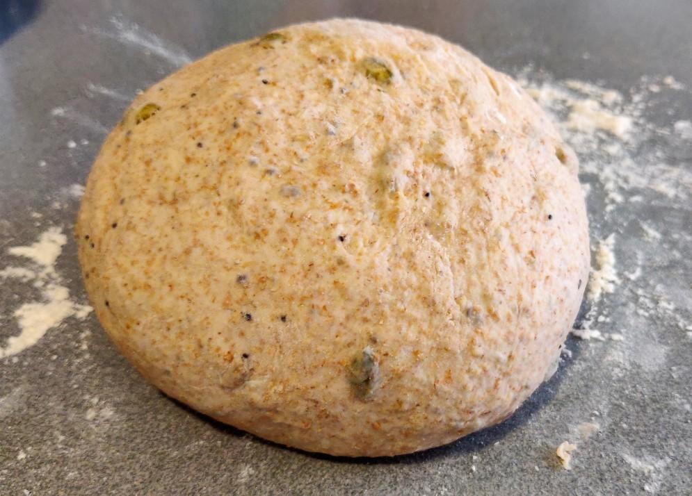 Masa de pan boleada y lista para reposar